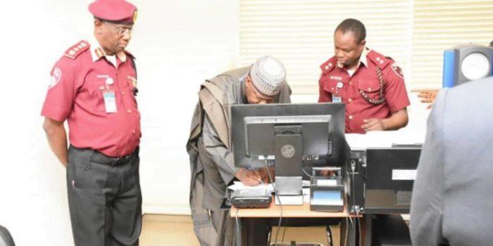 Speaker House Of The Representatives, Yakubu Dogara At RSHQ To Renew His Drivers Licence